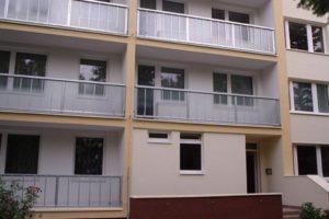 Vstupní portál a zrekonstruované balkony