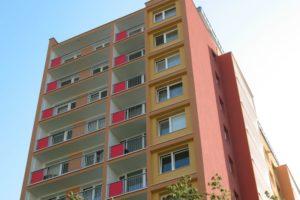 Zrekonstruovaný štít s balkony