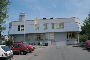 Plochá střecha budovy firmy Heberger