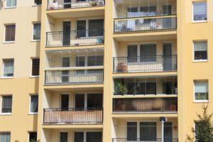 Fasáda a opravené balkony