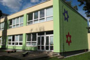 Nová fasáda na MŠ Veltruská