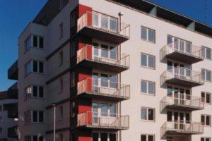 Zateplená fasáda s balkony